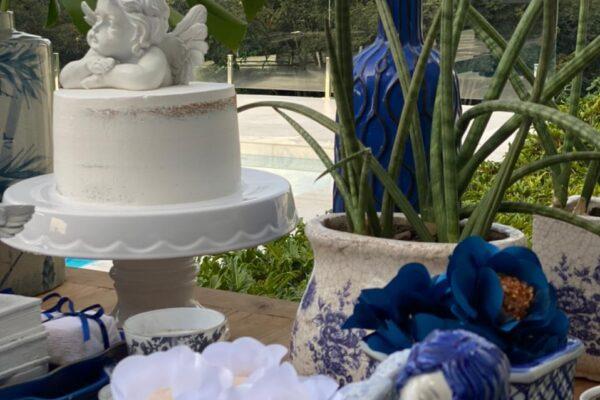 Batizado com decoração tema azulejo português.